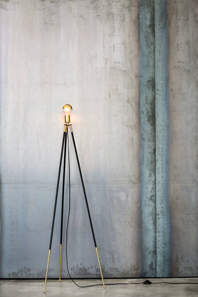 10 Golden modern standing lamps CLIFF-TRIPOD  floor lamp 10 Floor Lamp Ideas For Your Interiors 10 Golden modern floor lamps CLIFF TRIPOD FLOOR LAMP