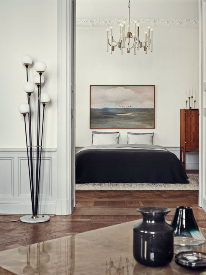 Modern standing lamp designs that you'll love Joanna Lavens Stockholm Apartment in Elle Decor, photo by Idha Lindhag modern floor lamp Modern Floor Lamp Designs that You'll Love Learn how to use modern floor lamps in a mid century home Joanna Lavens Stockholm Apartment in Elle Decor photo by Idha Lindhag