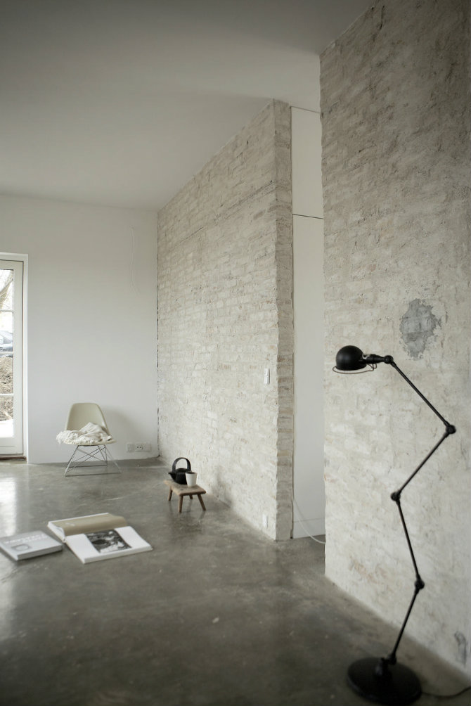 brick walls and floor lamps 2 modern floor lamps Minimalist Design: Modern Floor Lamps Ideas brick walls and floor lamps 2