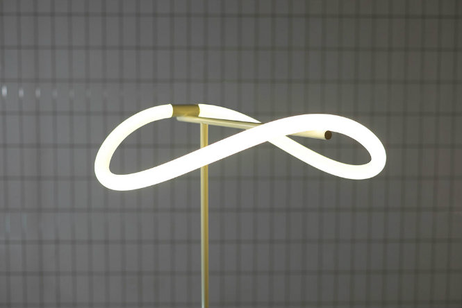 The Flexible Floor Lamp by Truly Truly Studio (5) floor lamp The Flexible Floor Lamp by Truly Truly Studio The Flexible Floor Lamp by Truly Truly Studio 5