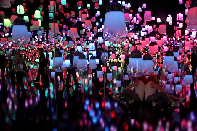 Teamlab created a forest of resonating lamps at maison et objet maison et objet Teamlab created a forest of resonating lamps at maison et objet Teamlab created a forest of resonating lamps at maison et objet 2