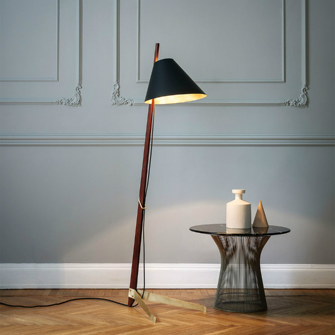 Billy BL Floor Lamp: a Timeless Piece by Studioilse floor lamp Billy BL Floor Lamp: a Timeless Piece by Studioilse billy bl floor ilse crawford edition hr edit