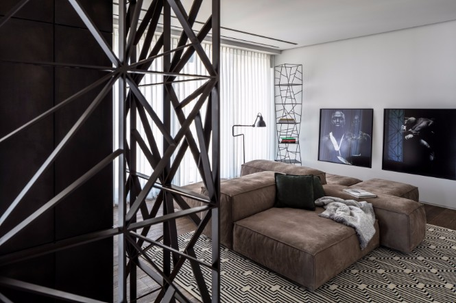 A Tel Aviv Apartment with Modern Floor Lamps That You Must See modern floor lamps A Tel Aviv Apartment with Modern Floor Lamps That You Must See 11