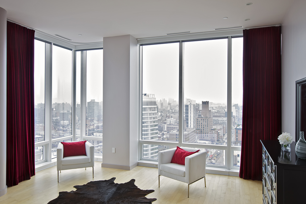 Chelsea Penthouse with Modern Floor Lamps & Sweeping Views 9