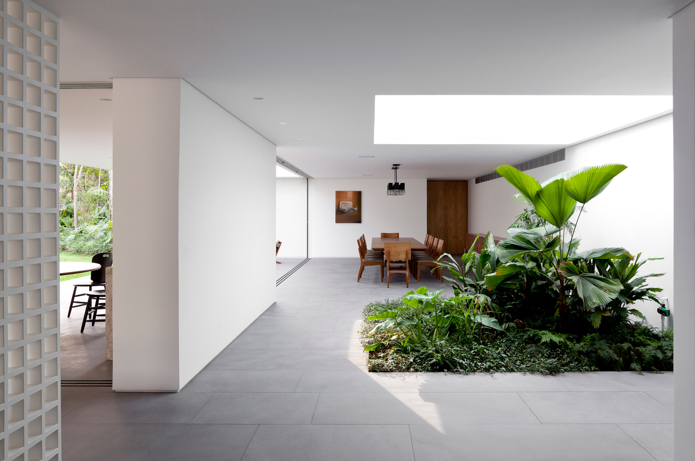 Plant-filled Greenery House in Brazil Shines with Modern Floor Lamp FEAT modern floor lamps Plant-filled Greenery House in Brazil Shines with Modern Floor Lamps Plant filled Greenery House in Brazil Shines with Modern Floor Lamps 8
