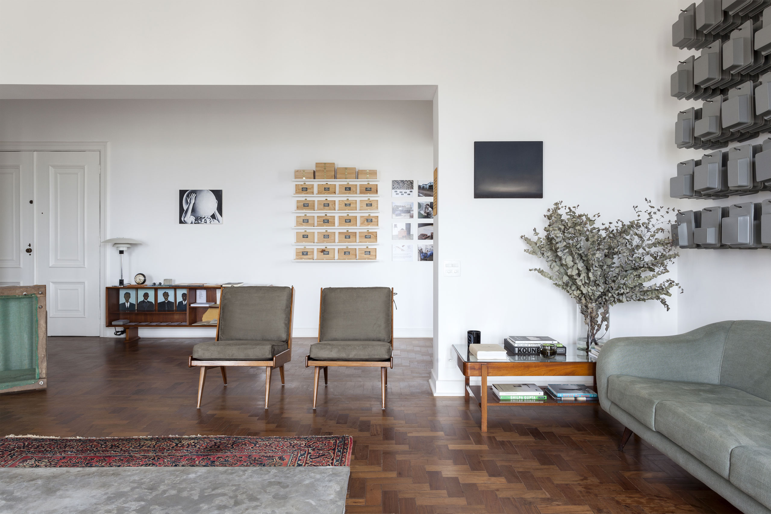 Renovated Apartment in São Tomás Building with Mid-Century Lighting 1