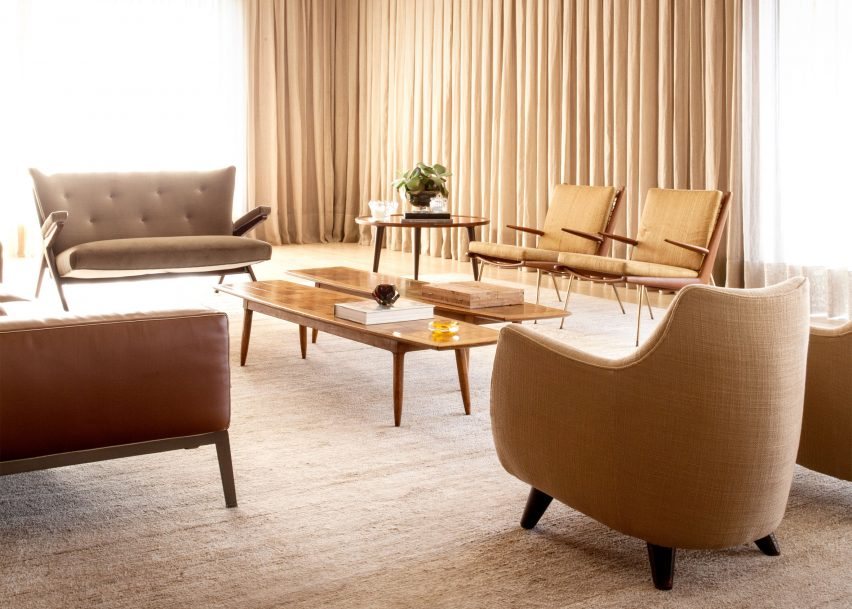 São Paulo Penthouse with Modern Floor Lamps and Mid-Century Furniture 1 modern floor lamps São Paulo Penthouse with Modern Floor Lamps and Mid-Century Furniture S  o Paulo Penthouse with Modern Floor Lamps and Mid Century Furniture 8