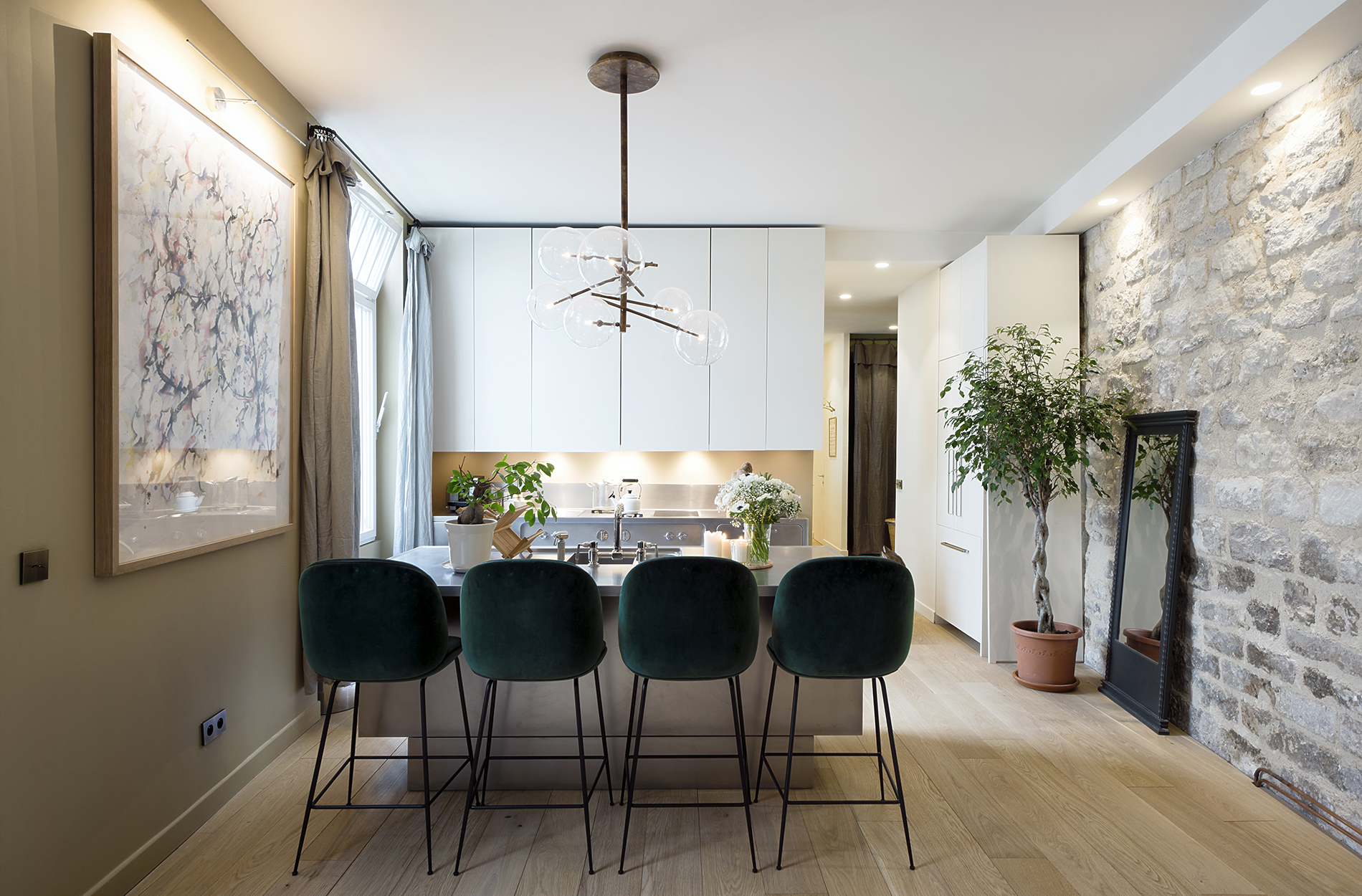 Mid-Century Lighting Brings Life to Apartment in Romantic Paris mid-century lighting Mid-Century Lighting Brings Life to Apartment in Romantic Paris Mid Century Lighting Brings Life to Apartment in Romantic Paris 6