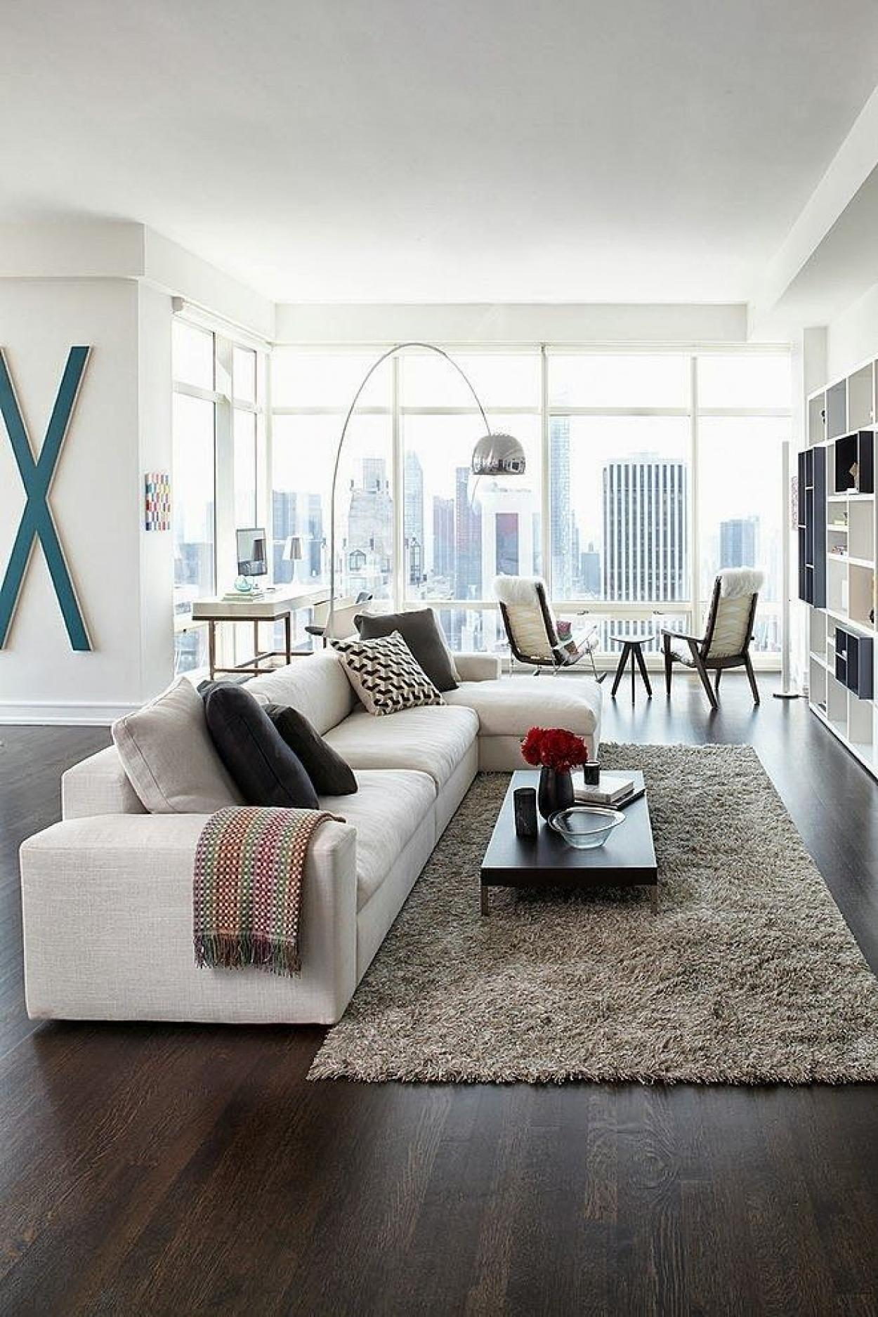 Get The Monochrome Trend With A Silver Floor Lamp! 1