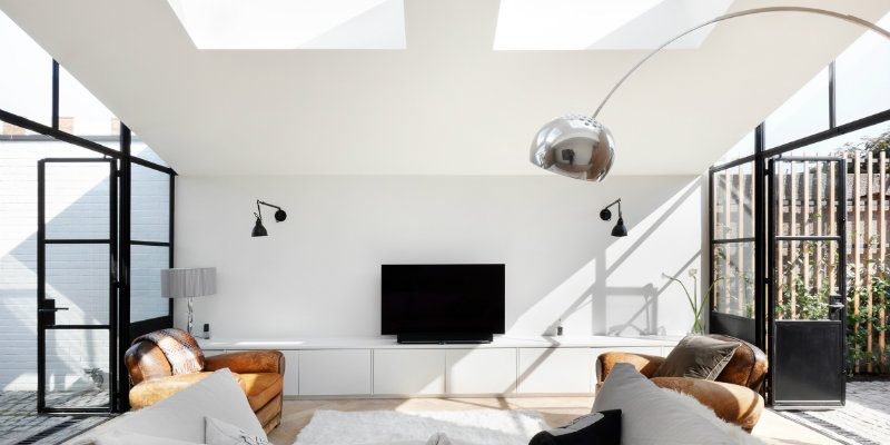 modern floor lamps Modern Floor Lamps Bring Light into West London House Modern Floor Lamps Bring Light into West London House FEAT 800x400