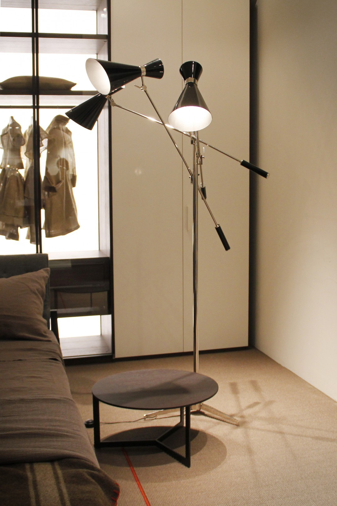 modern loft modern loft Decorate Your Modern Loft With These Floor Lamps! stanley floor ambience 01 HR1d470b3b9916cc024c67422c8974bbb4